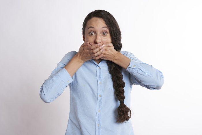 深刻な口臭の悩み、原因とその口臭をスッパリと断ち切る方法